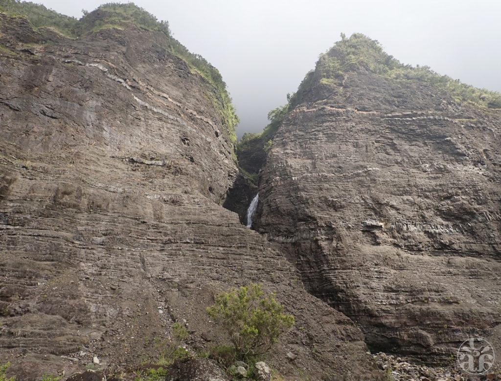 Crevasse et cascade