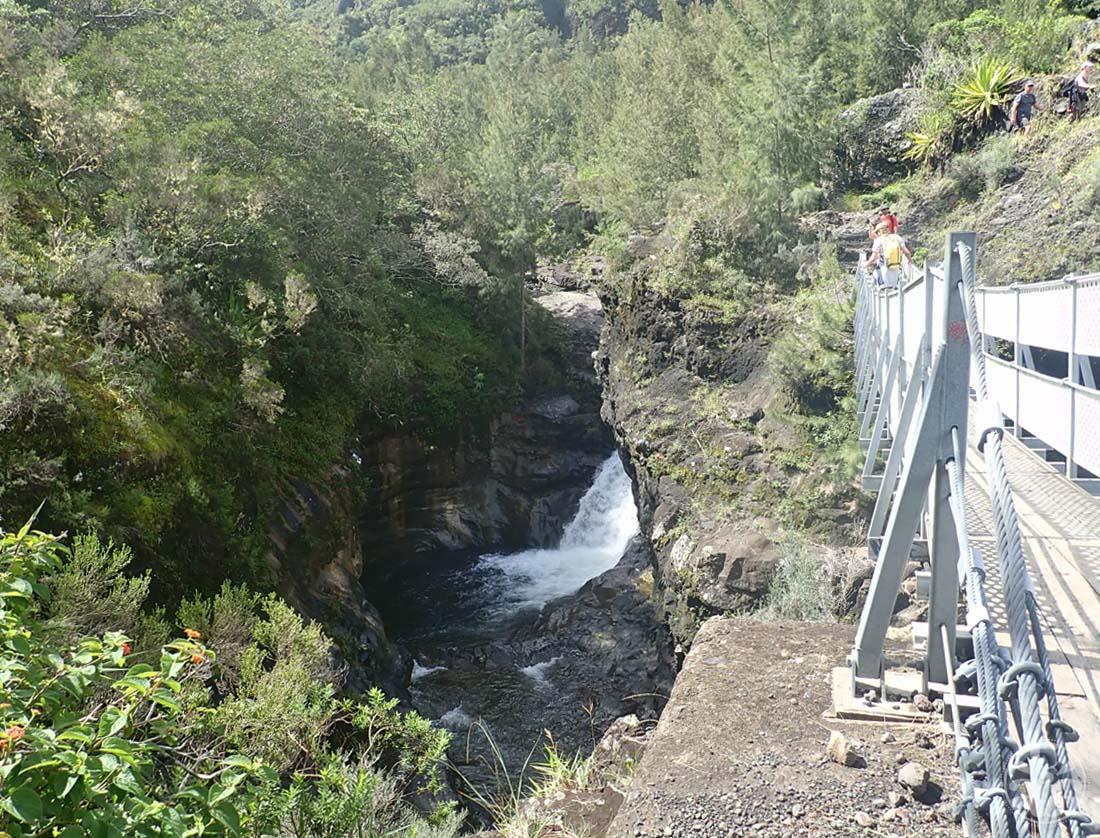 Pont sur la rivière des Galets