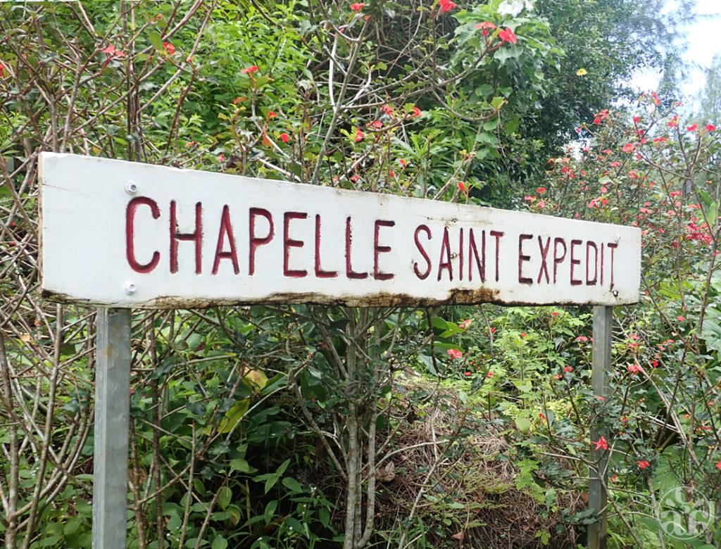Panneau devant la chapelle