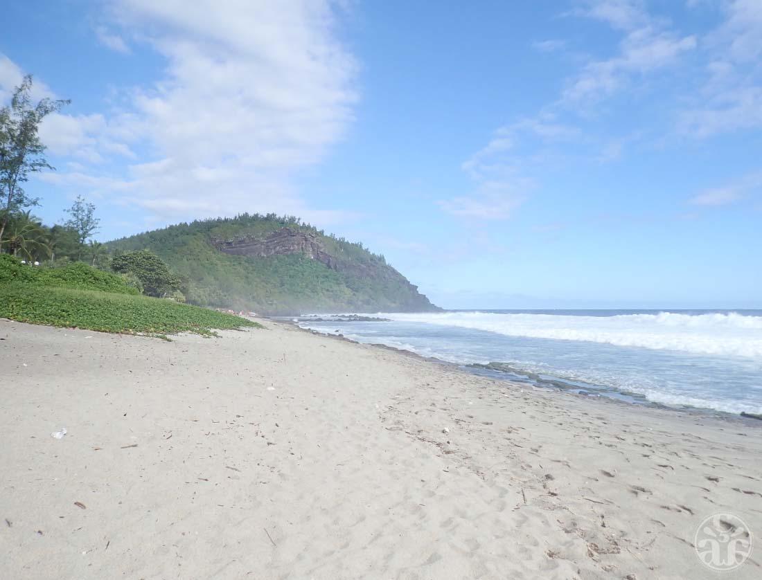 Plage de Grand Anse et son bassin au loin