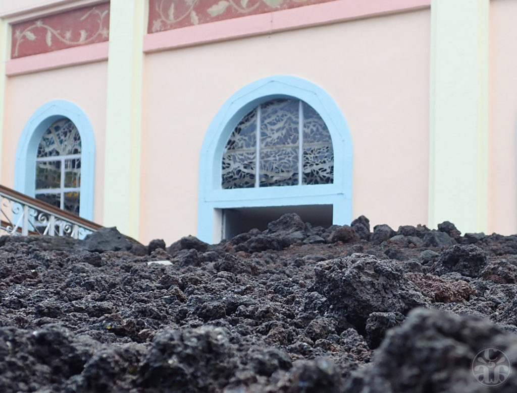 2m de lave entoure l'Église